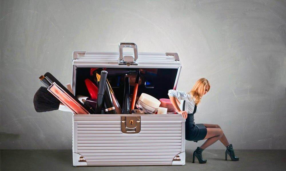 чемодан с косметикой